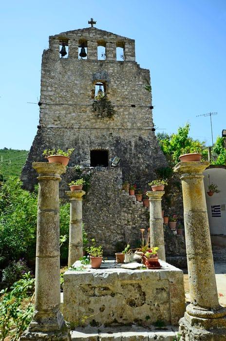 Tag ud til den lille landsby, Anafonitria
