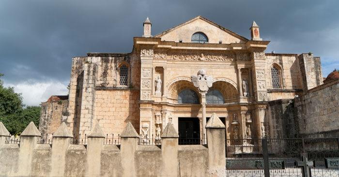 """Den første katolske kirke i Amerika. """"Cathedral Primada de America"""" i Santo Domingo."""